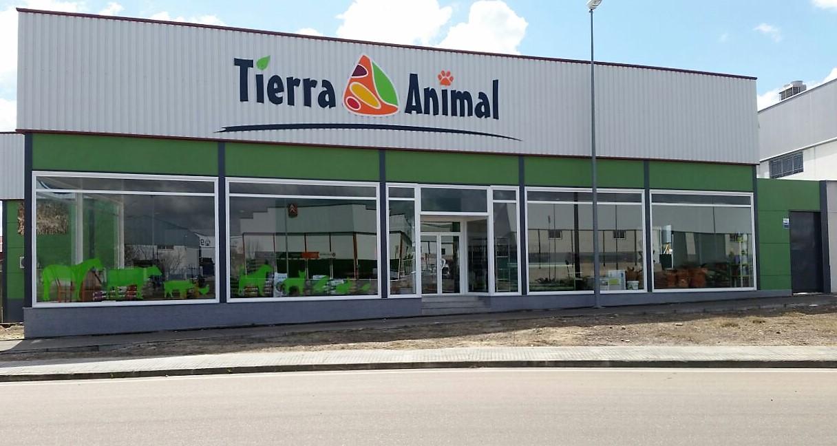 Tierra Animal continúa su proceso de expansión con una nueva tienda en Cáceres